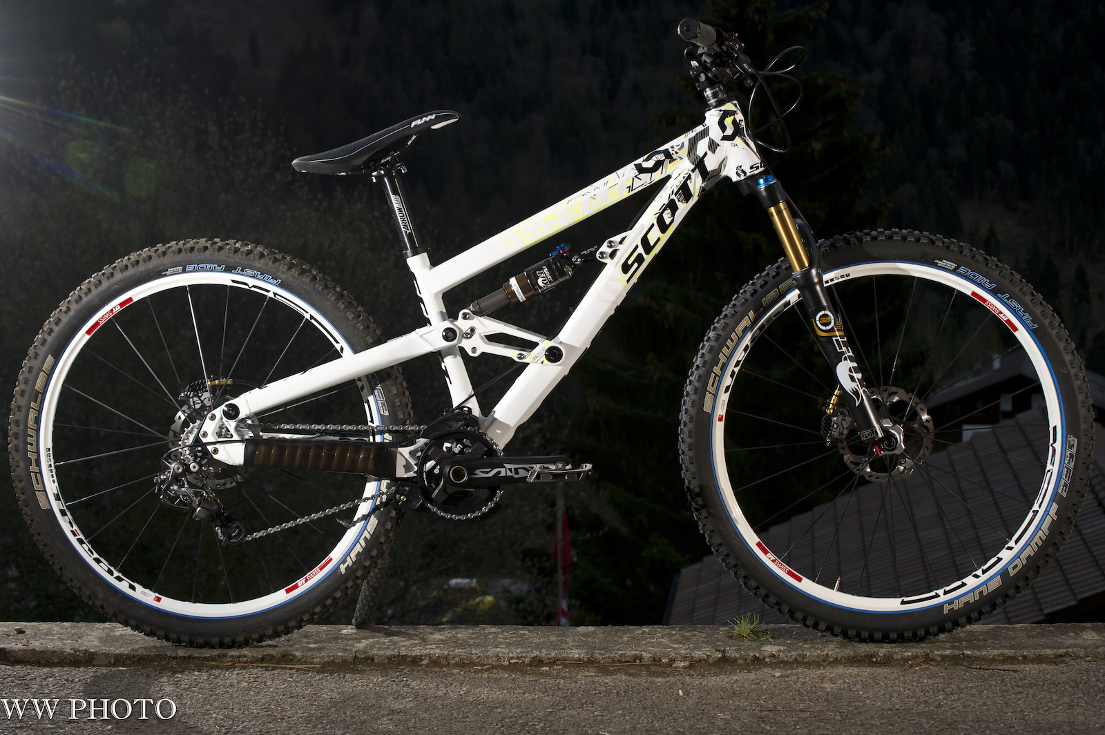 Neue SAINT Parts am SCOTT 4X Fully Prototype von Brendan Fairclough