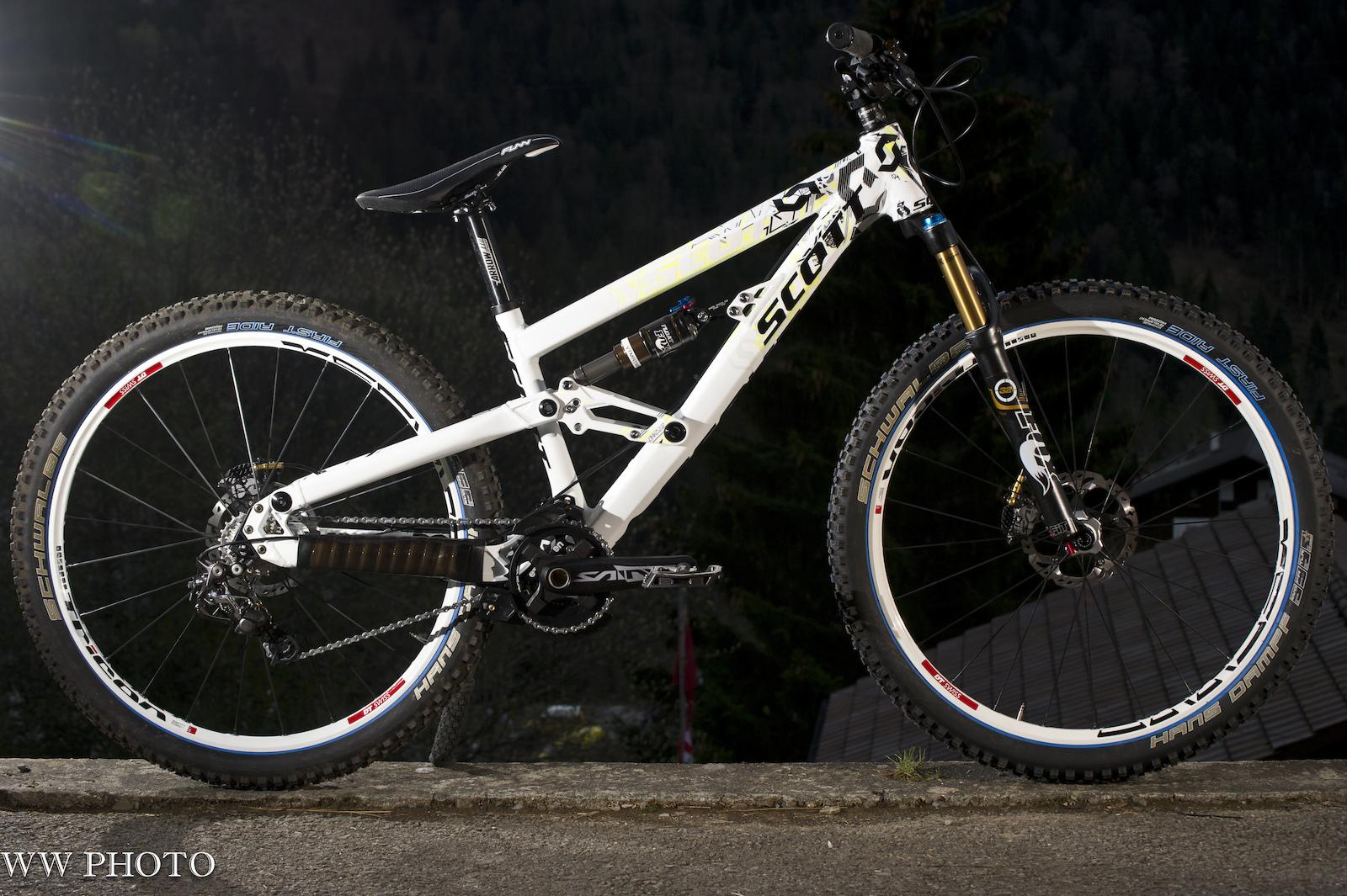 Neue SAINT Parts am SCOTT 4X Fully Prototype von Brendan Fairclough